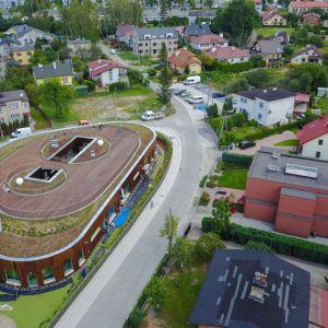 Przedszkole w Kleszczówce, Żory, Toprojekt. Przedszkole powstało na przedmieściach Żor jako rozbudowa parterowej szkoły. Fot. materiały prasowe