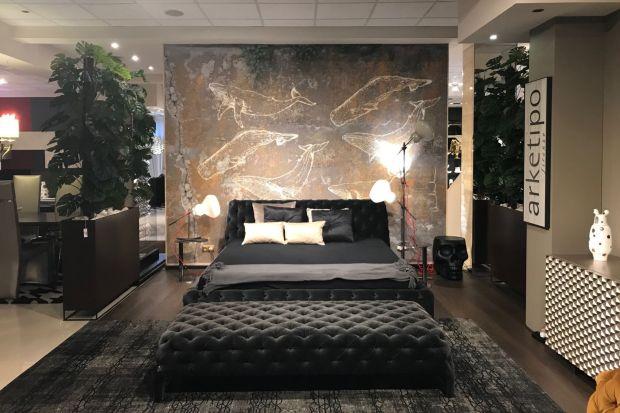Odważny, zdecydowany charakter ekspozycji marki Arketipo Firenzeto ciekawe połączenie klasyki i nowoczesności. Ciemne, nasycone kolory i stylowe wyposażenie, tworzą niepowtarzalny klimat przytulnego, luksusowego apartamentu. Szczególnym zainteres