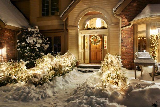 Dom na święta - piękne dekoracje ogrodu i otoczenia