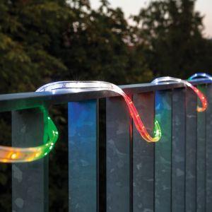 Oświetlenie w postaci taśm LED świetnie sprawdzi się na balkonie. Fot. Paulmann/Lane Łukaszuk