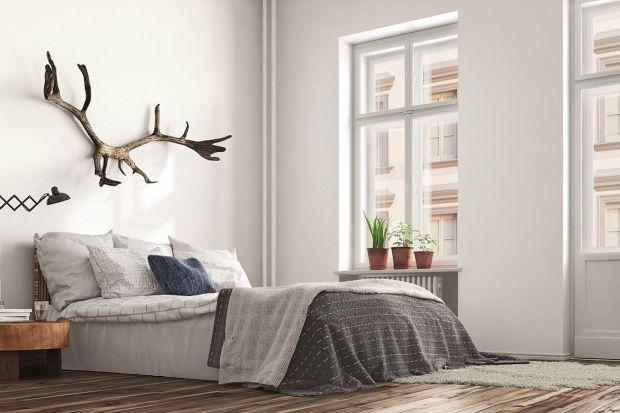 Białe ściany w sypialni - ponadczasowe aranżacje