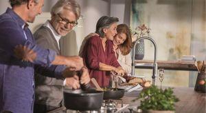 Świąteczne przygotowania i celebracje wymagają czasu, zaangażowania i… spokoju. Jednak spokoju często nam brakuje. Dopiero, kiedy składamy sobie życzenia i łamiemy się opłatkiem zapominamy o gotującej się jeszcze grzybowej i dochodzącym w p