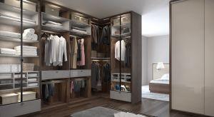 Garderoba to nie tylko przestrzeń do przechowywania. Dobrze zaprojektowana i funkcjonalna staje się naszą oazą, gdzie w ładzie i harmonii możemy wyciszyć się po ciężkim dniu pracy albo przygotować na ważne spotkanie.