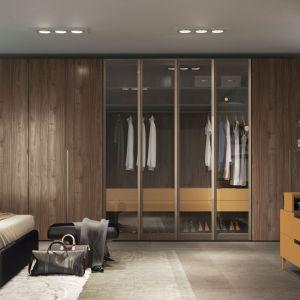Elegancką i gustowną sypialnię w wydaniu retro stworzymy za pomocą wytwornego dekoru Ambassador. Fot. Interprint