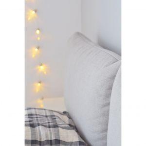 """Poza komfortowym materacem warto zwrócić uwagę na dobór łóżka, które idealnie wpisze się w """"błogą"""" aranżację. Fot. Comforteo"""