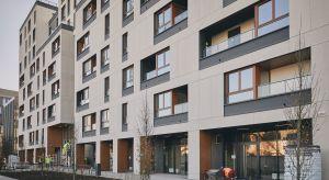 """Pierwszy w Polsce budynek mieszkalny z certyfikatem """"Obiekt bez barier"""" został oddany do użytku. To Holm House nawarszawskim Mokotowie. Skandynawski charakter dający mieszkańcom poczucie komfortu został wzbogacony o design na najwyższym świat"""