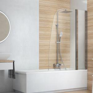 Biel i delikatna szarość w połączeniu z jasnym drewnem wypełnią łazienkę światłem i pozwolą odpocząć oczom. Fot. Deante