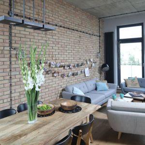 Mieszkanie w stylu loft. Projekt: Maciejka Peszyńska-Drews. Fot. Bartosz Jarosz