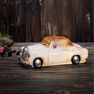 Nowoczesne oświetlenie - lampy w kształcie zabytkowych samochodów. Fot. Markslöjd