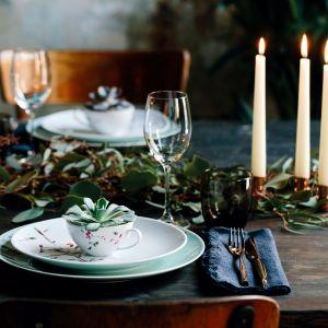 Akwarelowe gałązki, kwiaty i zielne liście zdobią porcelanę z kolekcji Ramo marki Arzberg. Fot. Arzberg/ sklep.rosenthal.pl