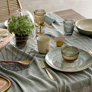Porcelanę stołową RIO z motywem roślin i ptaków można dowolnie kompletować. Fot. Bloomingville