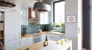 Kuchnie otwarte dominowały w ubiegłym roku. Biel jest jednym z najbardziej preferowanych kolorów, ale coraz bardziej lubimy też drewno i wyraziste barwy.Zobaczcie, jak Polacy urządzali kuchnie w 2018 roku.