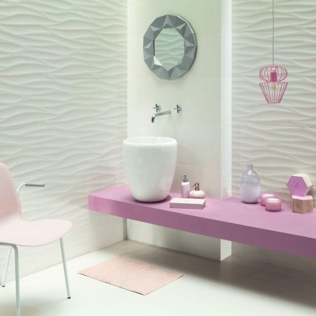 Nowoczesna łazienka - biała z nutą koralu