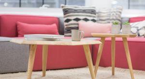 Urządzanie mieszkania to duże wyzwanie. Trendy aranżacyjne zmieniają się niemal co sezon, dlatego warto dekorować wnętrze dodatkami, które nie kosztują dużo, a ich wprowadzenie całkowicie zmieni końcowy efekt.