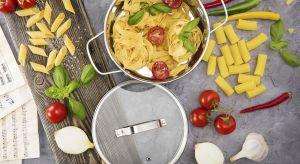 Obok mebli i armatury najważniejszymi elementami wyposażenia kuchni są akcesoria do gotowania, przechowywania i podawania.