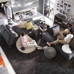 Flottebo to sofa rozkładana (S200xG120 cm) tapicerowana tkaniną w kolorze ciemnoszarym. Fot. IKEA