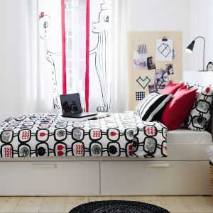 Łóżko Brimnes marki IKEA. Fot. IKEA