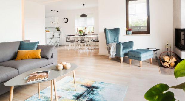 Otwarta strefa dzienna: przytulne mieszkanie w skandynawskim klimacie