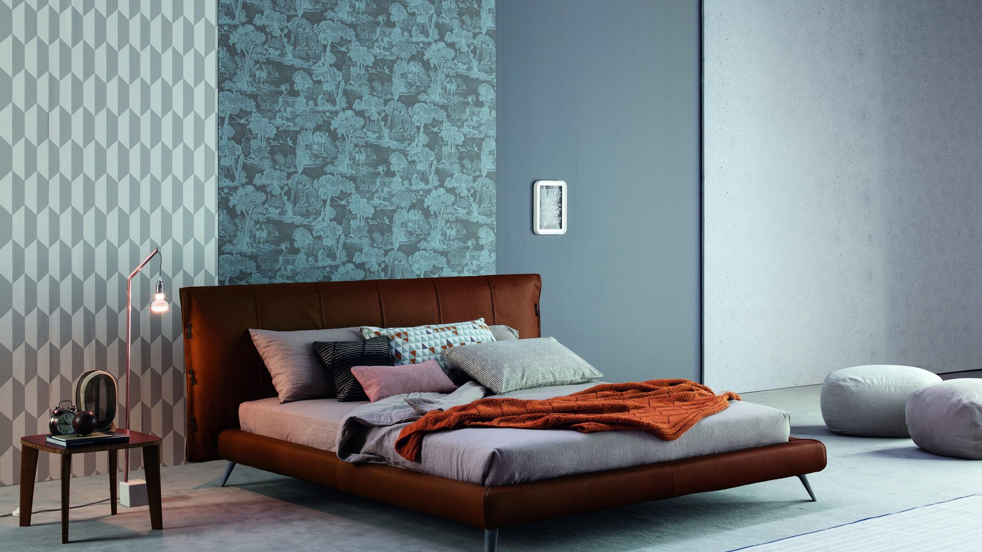 Tapicerowane łóżko Cuff. Fot. Bonaldo