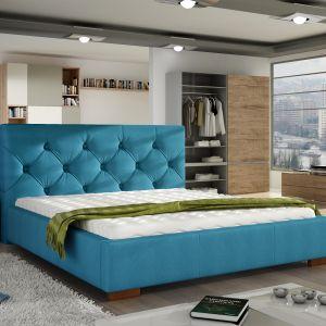 Stylowe, tapicerowane łóżko Elektra z pikowanym zagłówkiem łączy elementy klasycznego i nowoczesnego wzornictwa. Fot. Comforteo