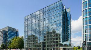 Prosta i oszczędna w formie architektura biurowca Equator IV jest ponadczasowa i funkcjonalna. Oddany do użytku w sierpniu 2018 roku, nowoczesny budynek charakteryzuje wysoka energooszczędność idoskonałe doświetlenie wnętrz naturalnym światłem