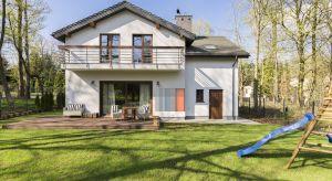 Jak podaje Europejskie Stowarzyszenie Producentów Styropianu, Polska jest obecnie największym producentem styropianu, z czego aż 80% to płyty do termoizolacji budynków. Dowiedz się, dlaczego styropian jest tak popularny.
