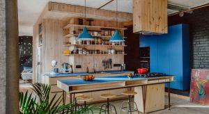 Zabytkowe osiedle na katowickim Nikiszowcu, gdzie znajduje się mieszkanie, ma swój niepowtarzalny, niemal baśniowy klimat. Podczas projektowania podkreślenie owej atmosfery było dla projektantów równie istotne, co zagadnienia funkcjonalne.