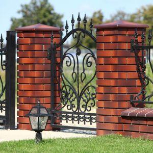 Murowane ogrodzenie. Fot. Wienerberger