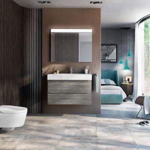 Inspira In-Wash to podwieszana toaleta myjąca w wersji bezkołnierzowej Rimless; sterowanie i wybór funkcji za pomocą pilota. Fot. Roca
