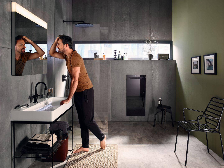Zenia łączy grzejnik na podczerwień, termowentylator, podgrzewacz i suszarkę do ręczników, schowaną w środku. Fot. Zehnder
