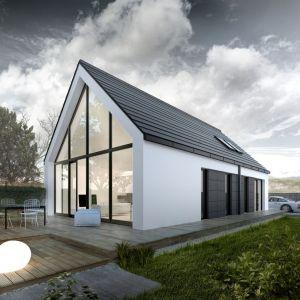Wokół nas coraz częściej powstają projekty, które zachwycają coraz śmielszą koncepcją architektoniczną i przełamują towarzyszące nam przez lata schematy. Przeszklona ściana szczytowa płynnie łączy się z przestronnym tarasem. Projekt: G2, Fot. Genero