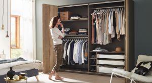 Osobna garderoba typu walk-in, zabudowa na wymiar czy szafa w sypialni? Wygodna duża i funkcjonalna garderoba to marzenie wielu i zarazem nie lada wyzwanie aranżacyjne.