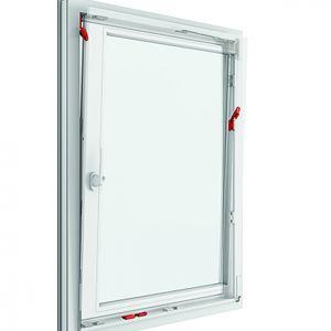 Okno z bezpiecznym, certyfikowanym uchyłem Roto TiltSafe RC2. Fot. Roto