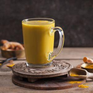 Menu dla miłośników zimowego szaleństwa: złote mleko z kurkumą. Fot. Thermomix