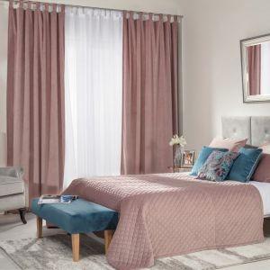 Aranżacja sypialni - narzuta pikowana w romby i ławka, kolekcja tkanin Velvet. Fot. Dekoria