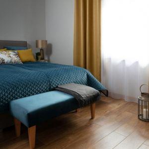 Aranżacja sypialni - zasłona zaciemniająca. Fot. Dekoria