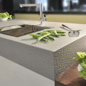 Blat kuchenny w jasnym kolorze idealnie pasuje do minimalistycznego wnętrza. Fot. TechniStone