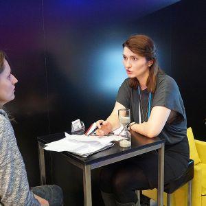 Bezpłatne konsultacje architektów wnętrz na stoisku Dobrze Mieszkaj. Na zdjęciu Agnieszka Buchta-Swoboda. Fot. Justyna Łotowska