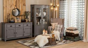 Wnętrze pełne drewnianych mebli, naturalnych dodatków, miękkich tekstyliów, któremu dodatkowego uroku dodaje kominek opalany drewnem to trend, który zapanuje w 2019 roku.