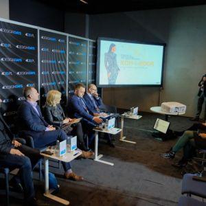 Dyskusję poprzedziła prezentacja Jakuba Dubilewicza, przedstawiciela na Polskę firmy Koh-I-Noor (MERA). Fot. PTWP