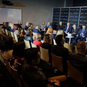 """Panel dyskusyjny """"Design. Wnętrza mieszkaniowe: projekt łazienka – projektowanie z sensem cz. I"""". Fot. PTWP"""