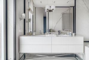 Na wskroś nowoczesna łazienka właścicieli w detalach nawiązuje do nowojorskich wnętrz. Projekt: Katarzyna Kraszewska. Zdjęcia: Tom Kurek. Stylizacja: Eliza Mrozińska