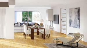 Drzwi wewnętrzne nie tylko oddzielają poszczególne strefy w domu. Wpływają też na izolacyjność cieplną i akustyczną oraz są elementem podkreślającym charakter i styl wnętrza, a nierzadko niebanalną ozdobą.