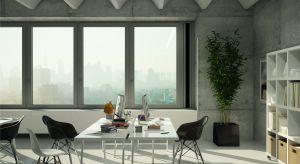 Mikrowentylacja i otwieranie okien to najczęściej stosowane sposoby na wietrzenie pomieszczeń, jednak nie są zalecane podczas smogu. Kontaktu ze szkodliwymi substancjami można uniknąć, stosując okna z automatycznym system wentylacji i oczyszczania