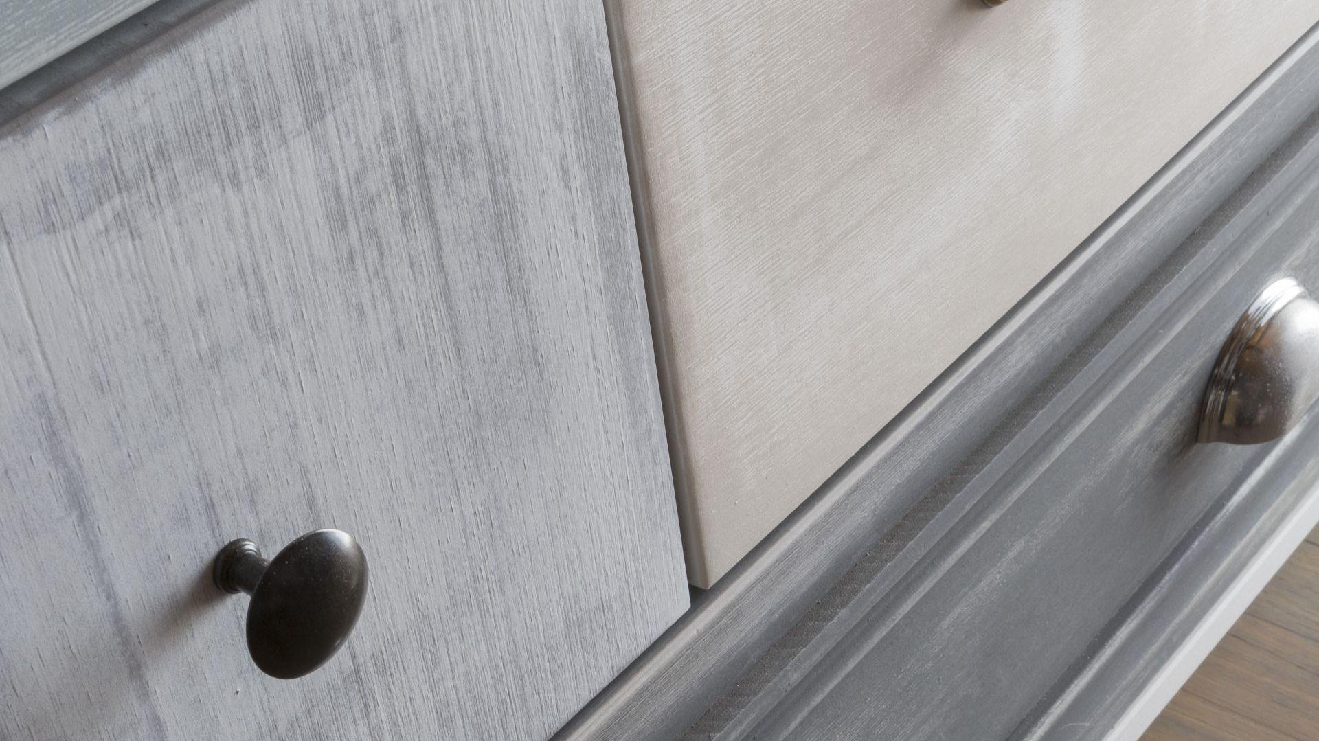Styl rustykalny we wnętrzu - odnawiamy meble farbą kredową. Fot. Liberon
