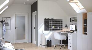 Drzwi z przeszkleniami znajdą zastosowanie w każdym domowym wnętrzu. Nie tylko umożliwią swobodny przepływ światła pomiędzy pomieszczeniami, ale też ozdobią aranżacje utworzonymi z przeszkleń wzorami.