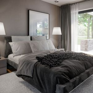 Z sypialni na parterze mamy bezpośrednie wyjście na taras. Dom HomeKONCEPT 66. Projekt i zdjęcia: HomeKONCEPT