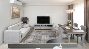 Jak zaaranżować salon oraz jadalnię na wspólnej przestrzeni? Zobaczcie pomysły architektów.