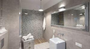 Łazienka z prysznicem typu walk-in to propozycja dla tych, którzy cenią nowoczesną stylistykę, a przy tym chcą w pełni wykorzystać przestrzeń kąpielową.