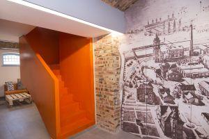 Architektka inspirowała się zarówno historią obiektu, jak również działalnością aktualnych najemców. Projekt i zdjęcie: Joanna Ochota